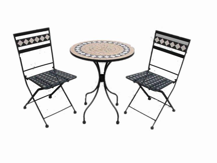 Tavolo e sedie in ferro e mosaico