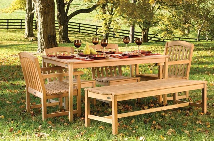mobili da giardino legno
