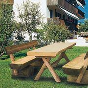 Tavolo in legno da giardino con panca