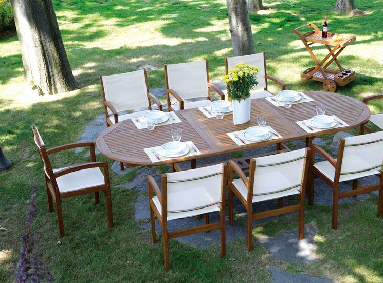 Tavolo da giardino in legno a otto posti