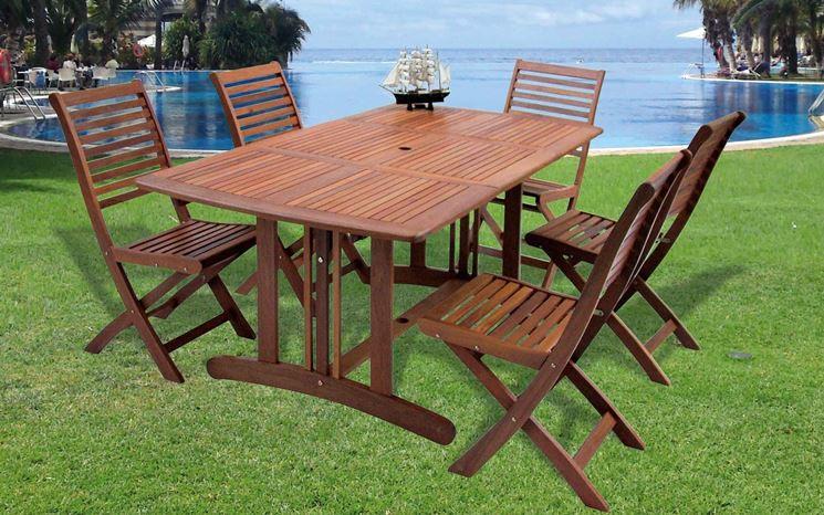 Tavolo in legno da giardino classico
