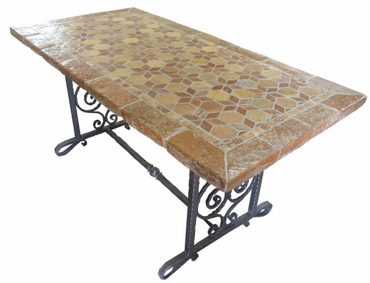 Rivestimenti per tavoli da esterno design casa creativa - Tavoli per esterno ...