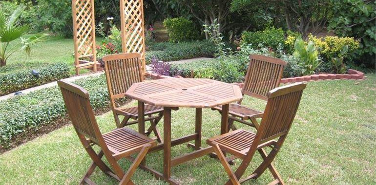 <h6>Tavoli pieghevoli</h6>I tavoli pieghevoli sono la soluzione ideale per chi ha esigenza di praticit� e ridotti spazi a disposizione