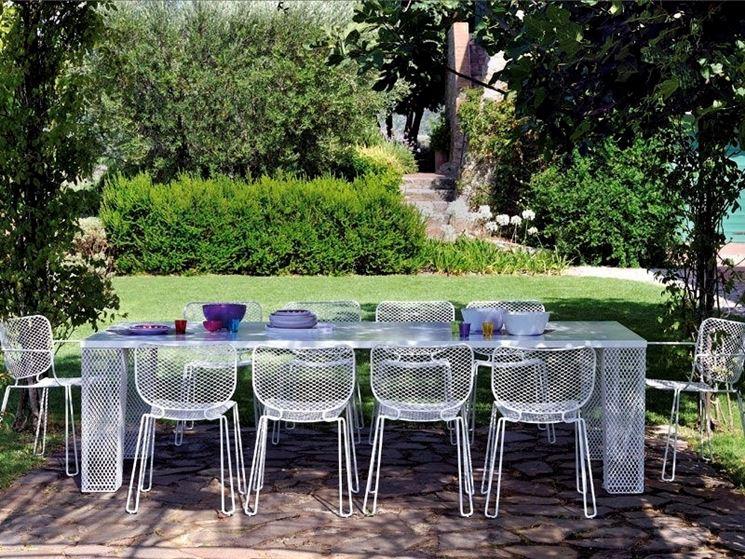 tavolo da giardino contemporaneo