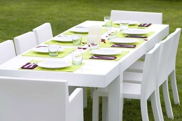tavolo giardino bianco
