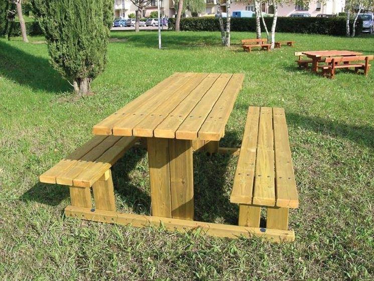 Tavolo in legno impregnato