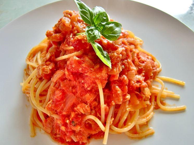 Pasta insaporita con basilico