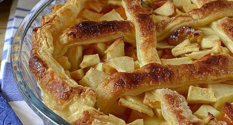 Una crostata di mele con la menta