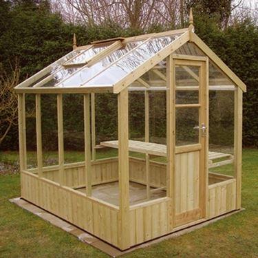 La struttura di base di una serra artigianale deve essere forte abbastanza da sostenere il peso del plexiglass