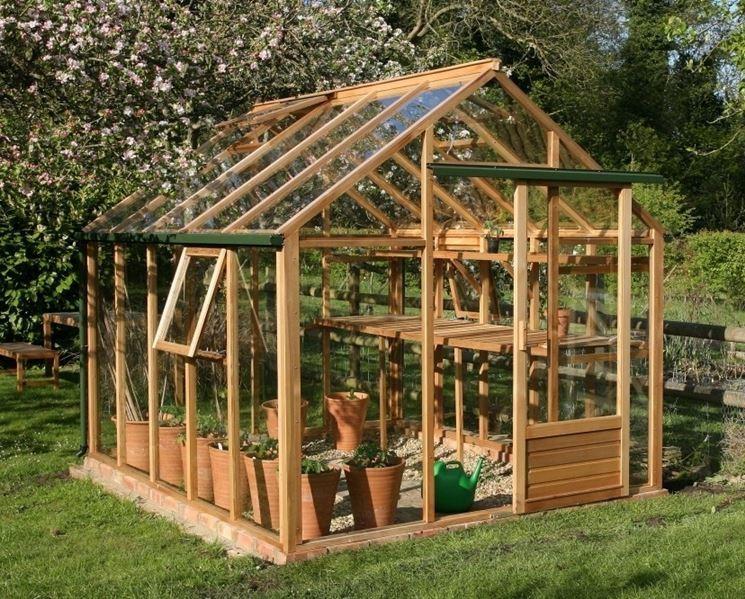 Una serra artigianale permette di coltivare qualunque pianta in casa propria