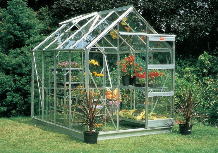 Come costruire una serra artigianale ortaggi serra - Serre da giardino fai da te ...