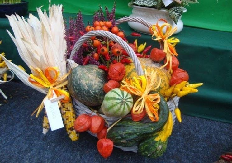 Esempio di cesto decorato con zucche
