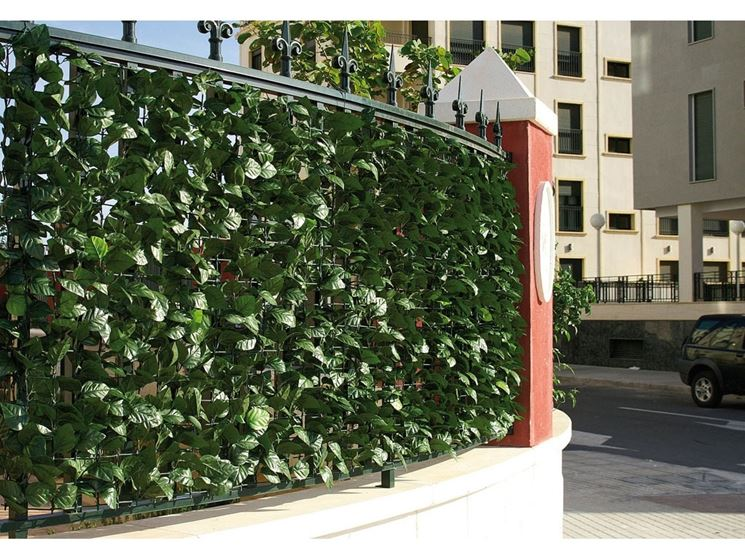 Edera finta piante finte edera artificiale per for Siepi artificiali per balconi