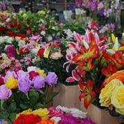 Un negozio di fiori finti all'ingrosso