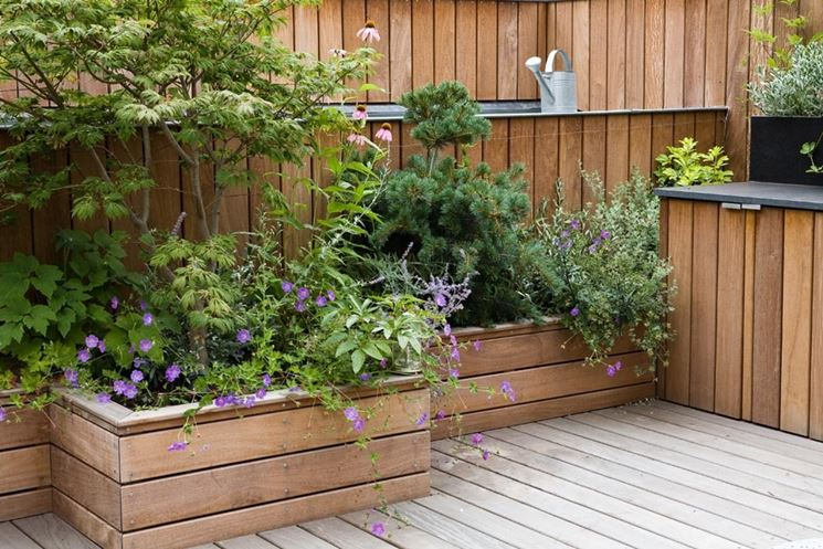 Arredare terrazzo lungo e stretto arredare il balcone di for Piante per terrazzo